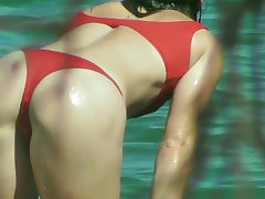 Swimsuit SLUT SHOWS LOTS OF Arse