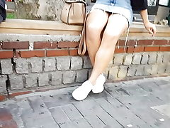 super-sexy legs chick in short denims